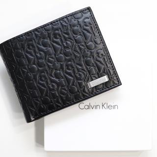 カルバンクライン(Calvin Klein)の新品 カルバンクライン メンズ 二つ折り 財布 ロゴ 型押し 小銭入れ ブラック(折り財布)
