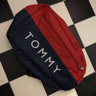 トミーヒルフィガー(TOMMY HILFIGER)のTOMMY ショルダーバッグ 斜めがけ(ショルダーバッグ)