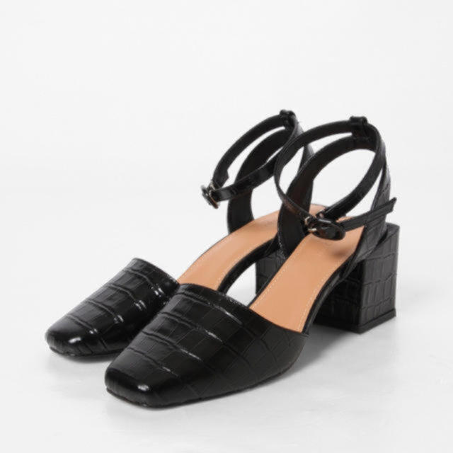 GRACE CONTINENTAL(グレースコンチネンタル)のエングレースコンチネンタル   ボスレザーサンダル レディースの靴/シューズ(ハイヒール/パンプス)の商品写真