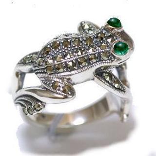 碌山 エメラルドの瞳のカエルのリング(13号)(定価17000円)(リング(指輪))