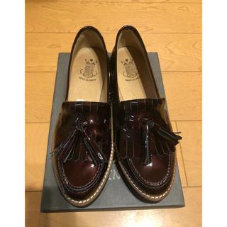 ジェフリーキャンベル(JEFFREY CAMPBELL)のBONTREタッセルエナメルローファー38(ローファー/革靴)