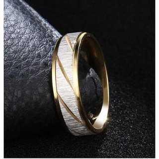 シルバーカラーのフロストトリング (ゴールド)  サイズ:13号(リング(指輪))