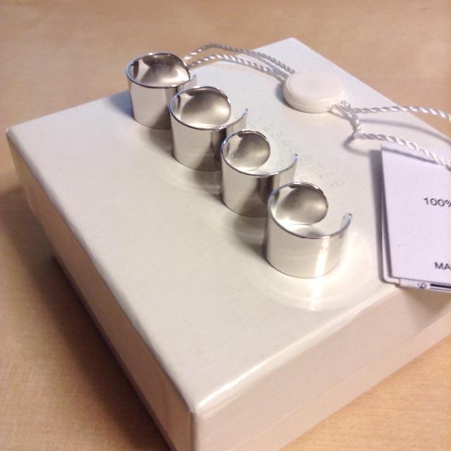 Maison Martin Margiela(マルタンマルジェラ)の新品■マルジェラ■4連リング■真鍮■シルバー■7259 メンズのアクセサリー(リング(指輪))の商品写真