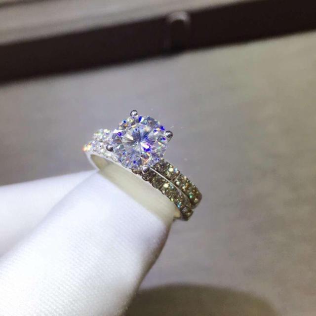 【1.5カラット】輝くモアサナイト ダイヤモンド ペアリング レディースのアクセサリー(リング(指輪))の商品写真