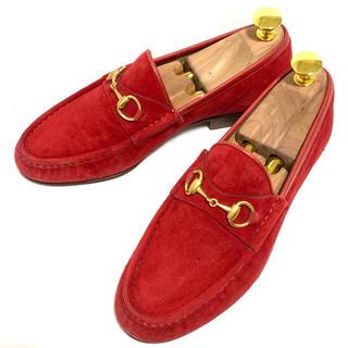 グッチ(Gucci)のGUCCI 35.5 ホースビットローファー スエード レッド 赤 レディース(ローファー/革靴)
