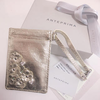 アンテプリマ(ANTEPRIMA)の♡新品同様♡ANTEPRIMA/フラワーパスケース gold(名刺入れ/定期入れ)