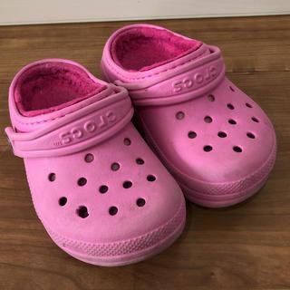 クロックス(crocs)のキッズ クロックス  ボアサンダル 16cm  ピンク(サンダル)