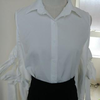 アンズ(ANZU)のANZU シャツ 未使用 1白(シャツ/ブラウス(長袖/七分))