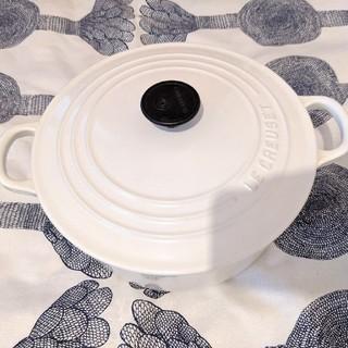 ルクルーゼ(LE CREUSET)のルクルーゼ 鍋 22cm ホワイト 内側部分に欠けあり(鍋/フライパン)