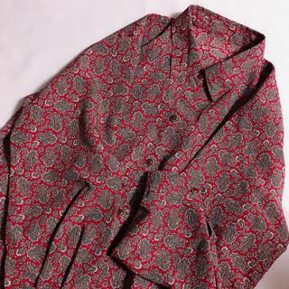グリモワール(Grimoire)のレトロ古着 暗めの赤 ペイズリー柄 レトロシャツ 柄シャツ チャイナ (シャツ/ブラウス(長袖/七分))