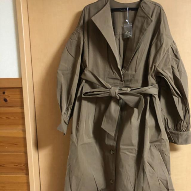 mystic(ミスティック)のmystic ヨークギャザートレンチコート ブラウン レディースのジャケット/アウター(トレンチコート)の商品写真