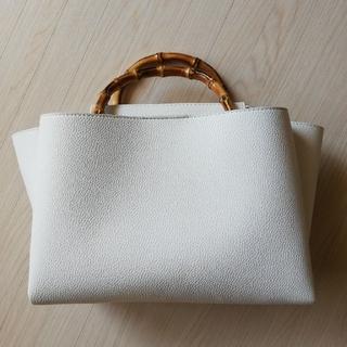 レイジースーザン(LAZY SUSAN)のバンブーハンドルバッグ ホワイトアイボリー(ハンドバッグ)