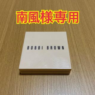 ボビイブラウン(BOBBI BROWN)のボビーブラウン☆イルミネイティングパウダー02ベア(フェイスパウダー)