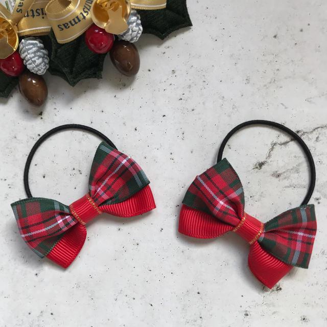 ☆クリスマス☆ツインリボンのキッズヘアゴム  赤 ハンドメイドのキッズ/ベビー(ファッション雑貨)の商品写真