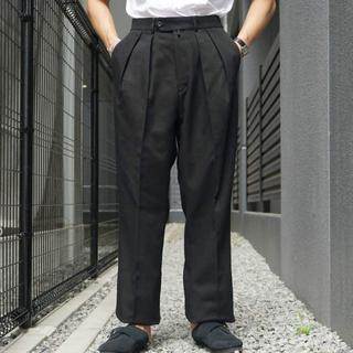 コモリ(COMOLI)のNEAT Cotton Kersey Wide Black 46(スラックス)