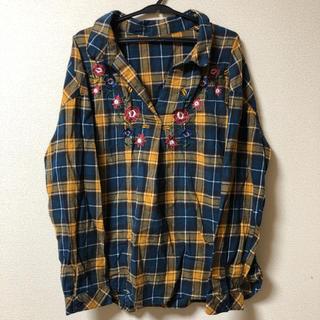 アベイル(Avail)のAvail お花刺繍チェックスッキッパーシャツ(シャツ/ブラウス(長袖/七分))