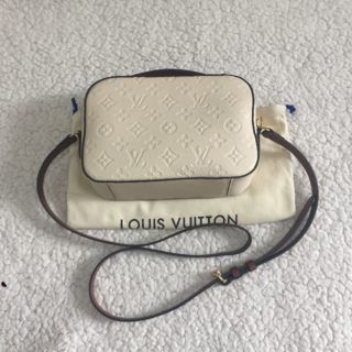 LOUIS VUITTON - LV ショルダーバッグ