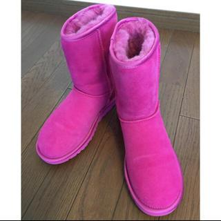 アグ(UGG)の限定品UGGクラッシックショートMETALL IC PATENT ピンク(ブーツ)