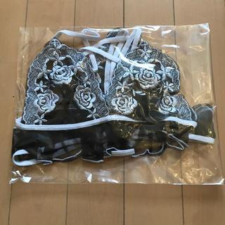 新品 未使用 ランジェリー  黒×白刺繍 上下(ブラ&ショーツセット)