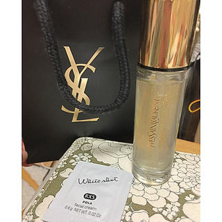 イヴサンローランボーテ(Yves Saint Laurent Beaute)のラディアントタッチブラープライマー ♥︎ イヴサンローラン  (化粧下地)