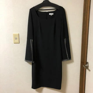 カルバンクライン(Calvin Klein)のCalvin klein 袖ビジューフレアドレスワンピース スコットクラブ (ミディアムドレス)
