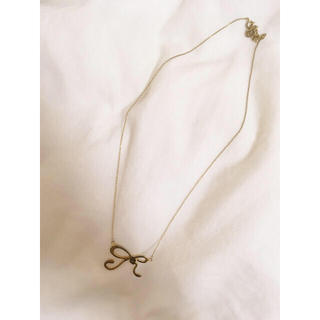 Lochie - ribbon necklace .