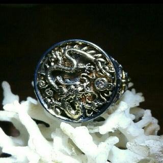 ゴールドドラゴンのリング ガンメタルブラックのボディ(リング(指輪))