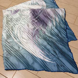 ロエベ(LOEWE)の美品 ロエベ    大判シルクスカーフ プリーツプリーツ(バンダナ/スカーフ)