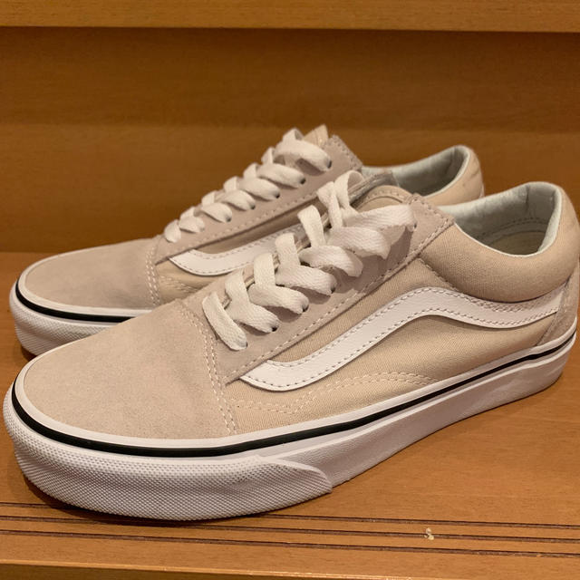 VANS(ヴァンズ)のオールドスクール ベージュ レディースの靴/シューズ(スニーカー)の商品写真