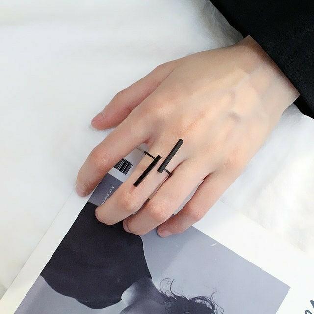 フリーサイズ バー 指輪 棒 リング メンズのアクセサリー(リング(指輪))の商品写真