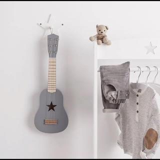 ザラホーム(ZARA HOME)の新品 Kids Concept キッズコンセプト ウッドギター グレー(楽器のおもちゃ)