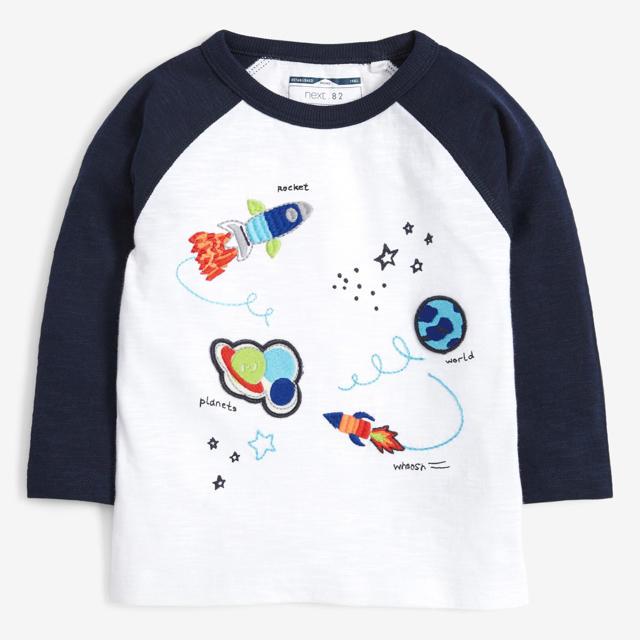 NEXT(ネクスト)の【新品】next ブルー 長袖レインボー&スペースTシャツ3枚組(ヤンガー) キッズ/ベビー/マタニティのベビー服(~85cm)(シャツ/カットソー)の商品写真
