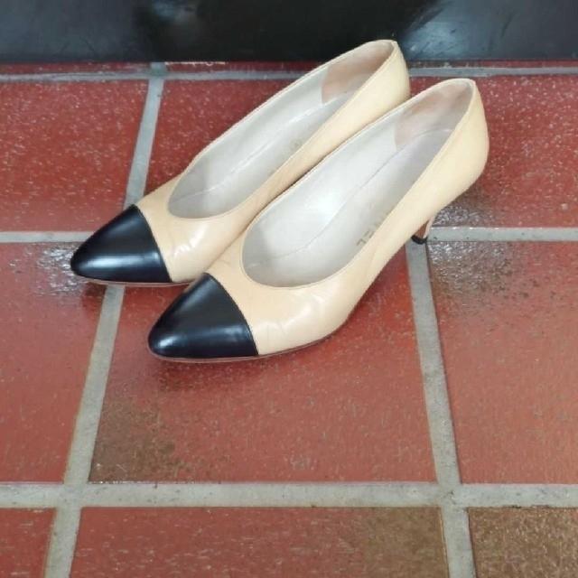 CHANEL(シャネル)のCHANELバイカラーパンプス レディースの靴/シューズ(ハイヒール/パンプス)の商品写真