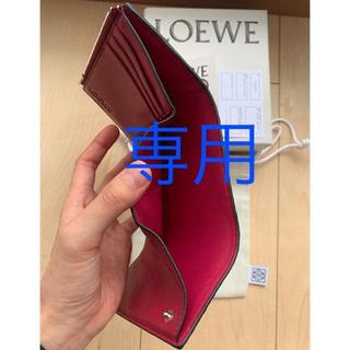 ロエベ(LOEWE)の【新作】ロエベ スモール ウォレット LOEWE 財布 ラズベリー(財布)