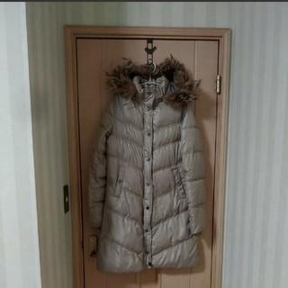 プレイボーイ(PLAYBOY)のクリーニング済み プレイボーイ シャンパンゴールド ファー付きダウン 中綿コート(ロングコート)