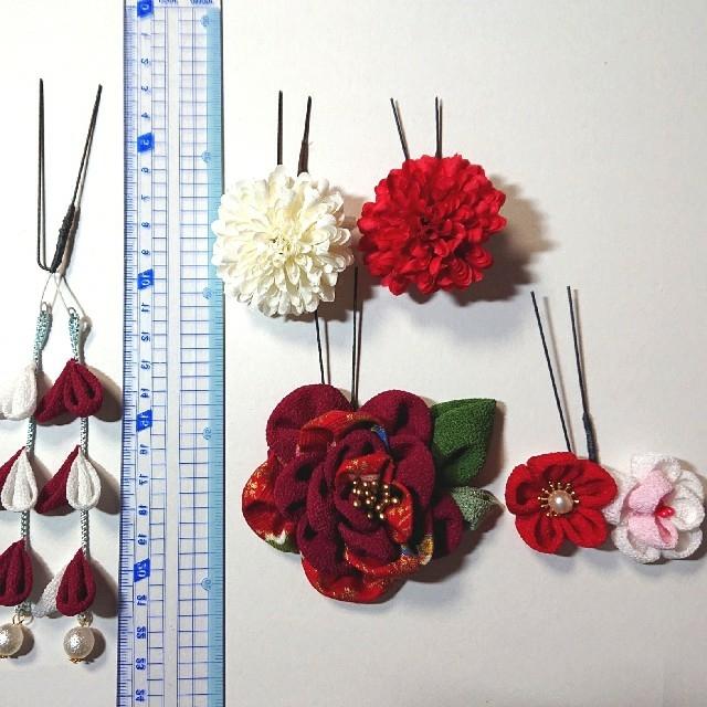 ~髪飾り~ ふんわりお花のつまみ細工(牡丹色)と可愛い小花 ハンドメイドのアクセサリー(ヘアアクセサリー)の商品写真