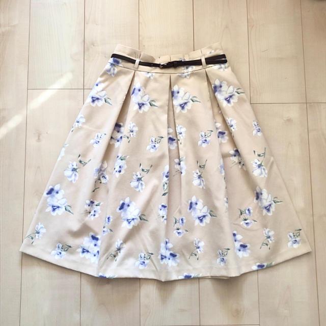 HONEYS(ハニーズ)の【ハニーズ・GLACIER】花柄スカート/ベージュ レディースのスカート(ひざ丈スカート)の商品写真