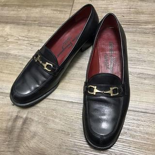 サルヴァトーレフェラガモ(Salvatore Ferragamo)の【SALE】フェラガモ スポーツ ガンチーニ ローファー パンプス 黒 6C(ローファー/革靴)