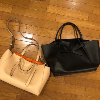 ミラオーウェン(Mila Owen)のミラオーウェンバッグ2個セット ベージュ 黒 トートたっぷりショルダーオレンジ(トートバッグ)