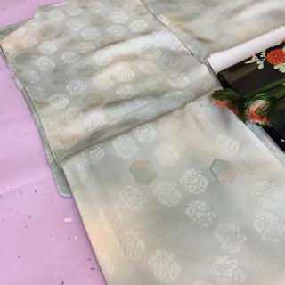 唐花模様 亀甲に暈しの小紋 女紋(刺繍紋入り)(着物)