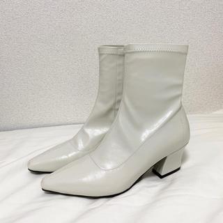 dholic - ブーツ ブーティー 靴 白 韓国