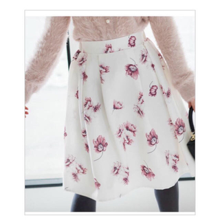トッコ(tocco)の【tocco closet】花柄スカート  ホワイト(ひざ丈スカート)