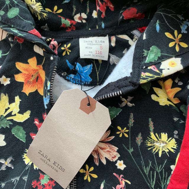 ZARA KIDS(ザラキッズ)の新品 ZARA kids花柄パーカー 110 cm キッズ/ベビー/マタニティのキッズ服 女の子用(90cm~)(ジャケット/上着)の商品写真