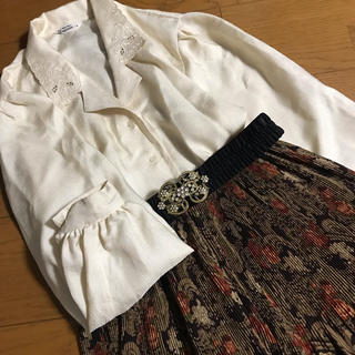 グリモワール(Grimoire)のクリーム色 刺繍 スカラップ襟 オープンカラー レトロブラウス 古着 エレガント(シャツ/ブラウス(長袖/七分))