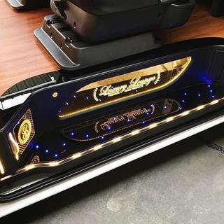 ハイエース200系 LED付きステップカバー(車種別パーツ)