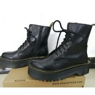 Dr.Martens - Dr. Martensドクターマーチン 大人気 厚底ブーツ 8ホール 黒 UK4