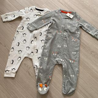 babygap 新品足付きグレーのロンパースと美品ペンギン白ロンパース2枚セット