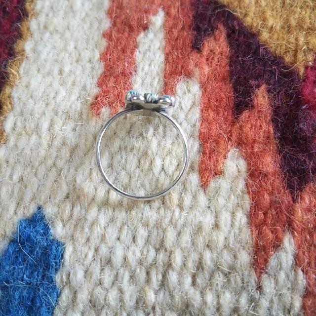 Indian(インディアン)のインディアンジュエリー ズニ族 ニードルポイント シルバーリング 指輪 zuni レディースのアクセサリー(リング(指輪))の商品写真