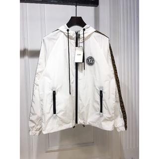 フェンディ(FENDI)のFENDI フェンディ ホワイト ジャケット 新品同様 人気 激売れ(ナイロンジャケット)