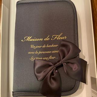 メゾンドフルール(Maison de FLEUR)のMaison de Fleur パスポートケース(名刺入れ/定期入れ)
